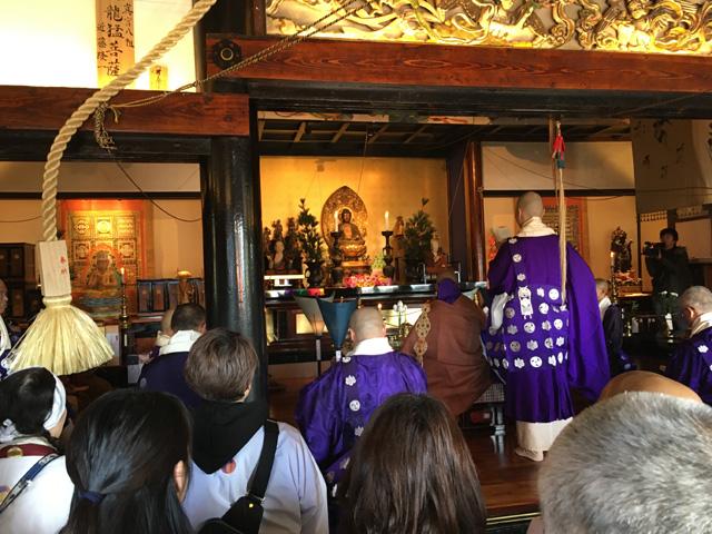 本堂での晋山式法会