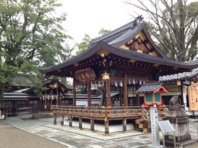 京都・護王神社(中門と拝殿)