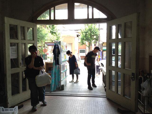 アーチ型の玄関(元・立誠小学校)