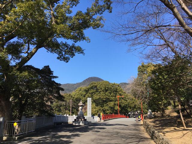 徳島・大麻比古神社(大麻山と祓川橋)