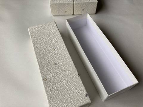 紙箱(ミニ鈴緒や叶結びアクセサリーなど納めることができます)